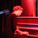 Far i Hatten, Malmö (2013), pianist bakom Sabina Chantouria